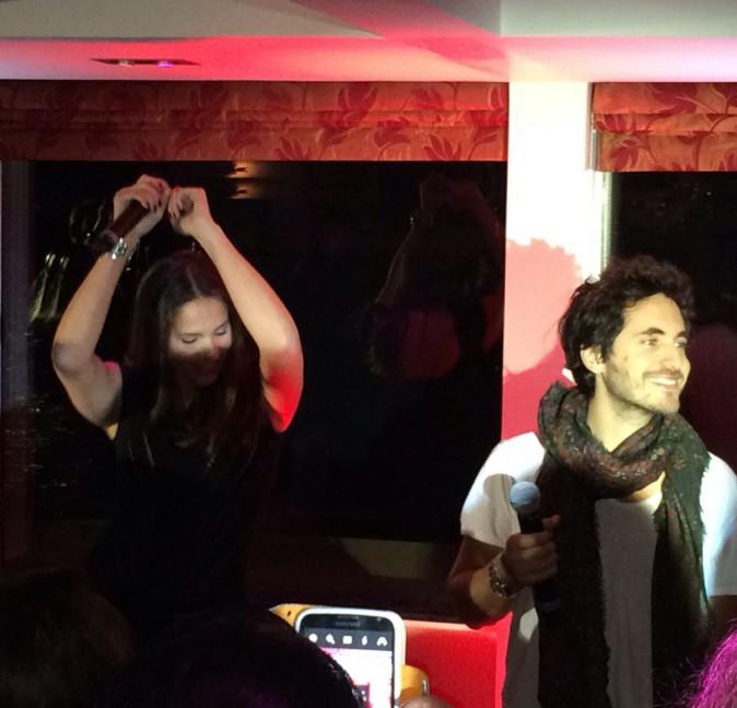 Elisa Tovati et Michael Miro lors de la tournée Pop Love Chérie fm à Paris, le 29 janvier 2013.