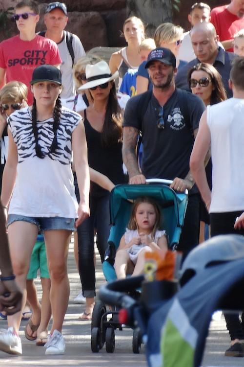 Photos : tous unis, les Beckham débarquent à Disney !