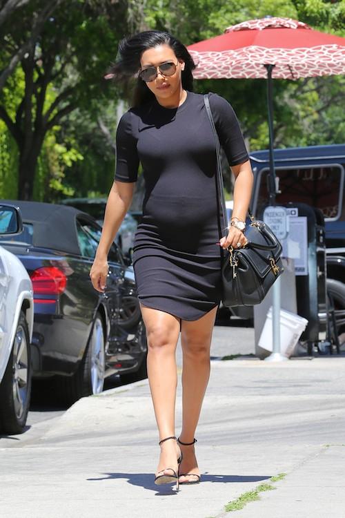 ... Naya et sa petite robe noire