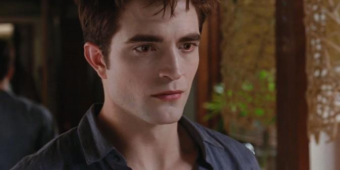 Edward (Robert Pattinson), toujours aussi expressif.