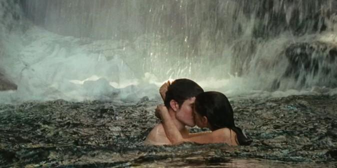 Un baiser langoureux en pleine nature !