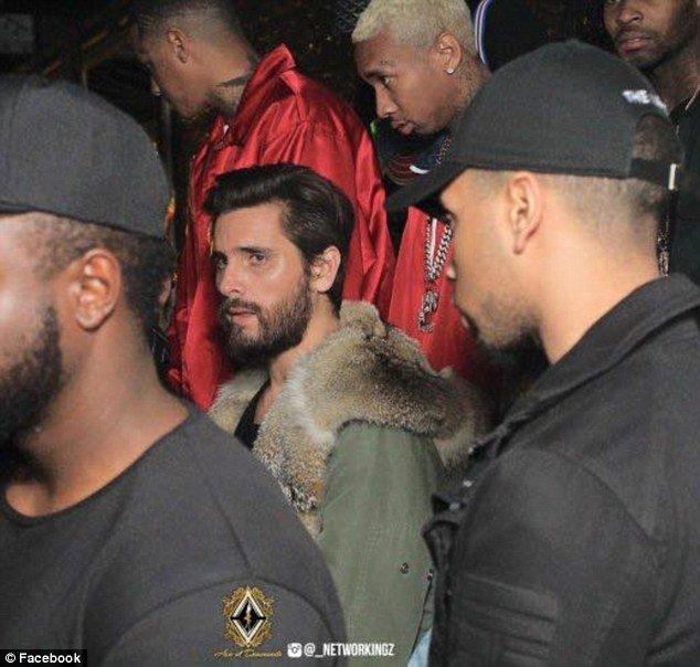Photos : Tyga : entouré de stripteaseuses, il oublie Kylie Jenner !