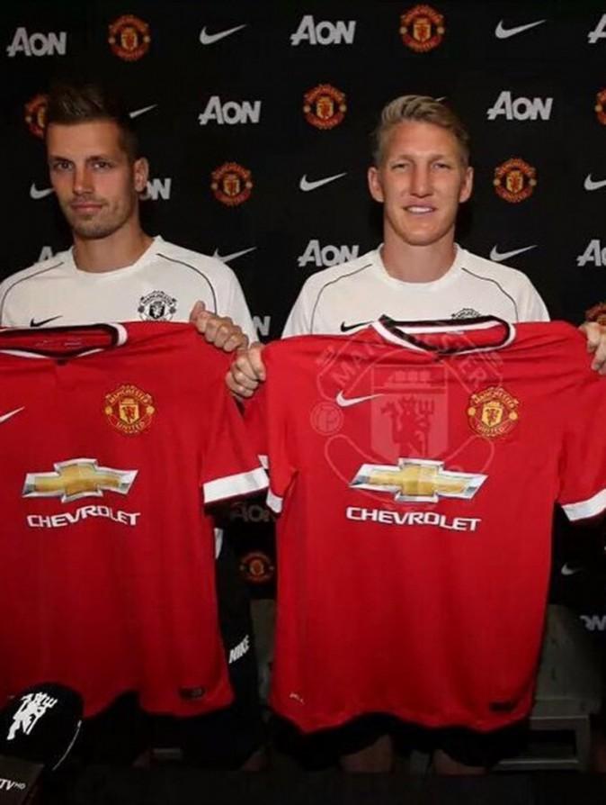 Morgan Schneiderlin et Bastian Schweinsteiger sont présentés à la presse après leur signature à Man U.