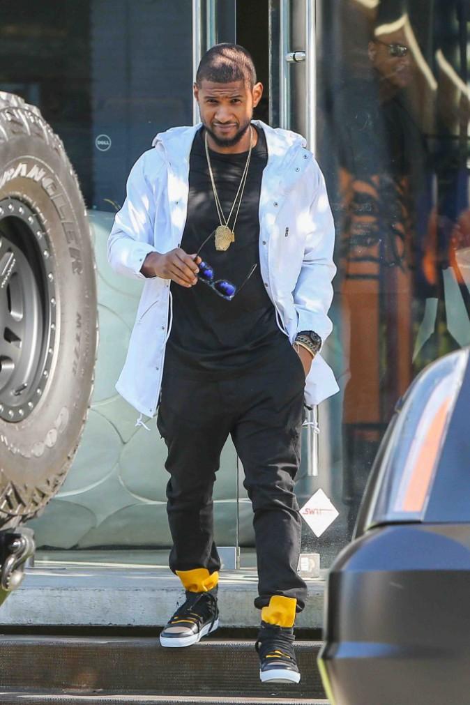 Usher : presque fier de sa bagarre le soir du Nouvel An, il affiche son œil amoché !