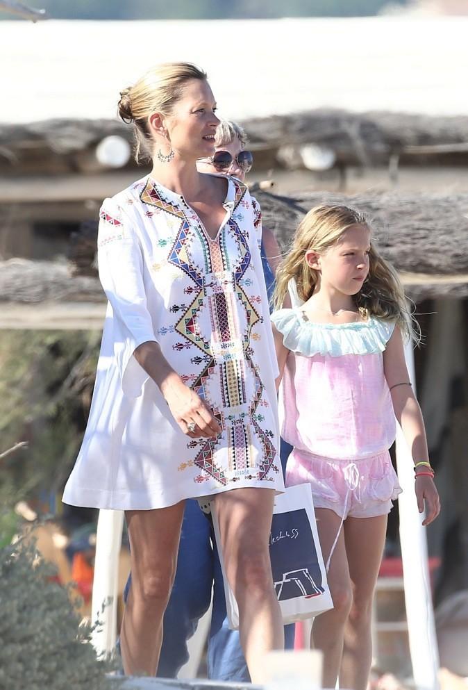 Kate Moss au Club 55 à Saint Tropez avec sa fille !