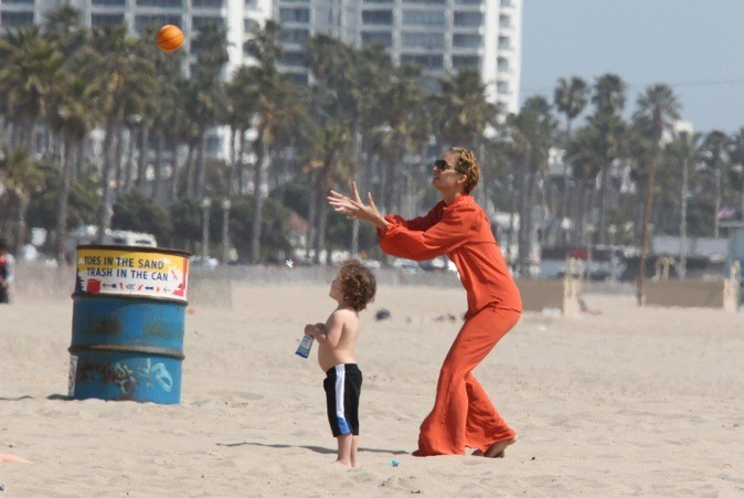 Nicole Richie joue au ballon avec son baby !