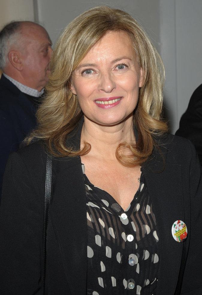 Photos : Valérie Trierweiler : élégante pour le lancement des Pères Noëls verts 2015