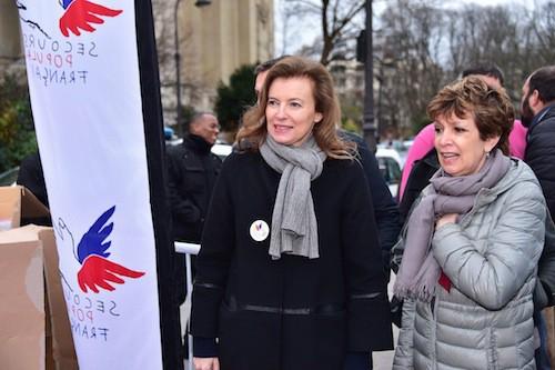 Valérie Trierweiler et Catherine Laborde à la distribution de cadeaux du Secours Populaire