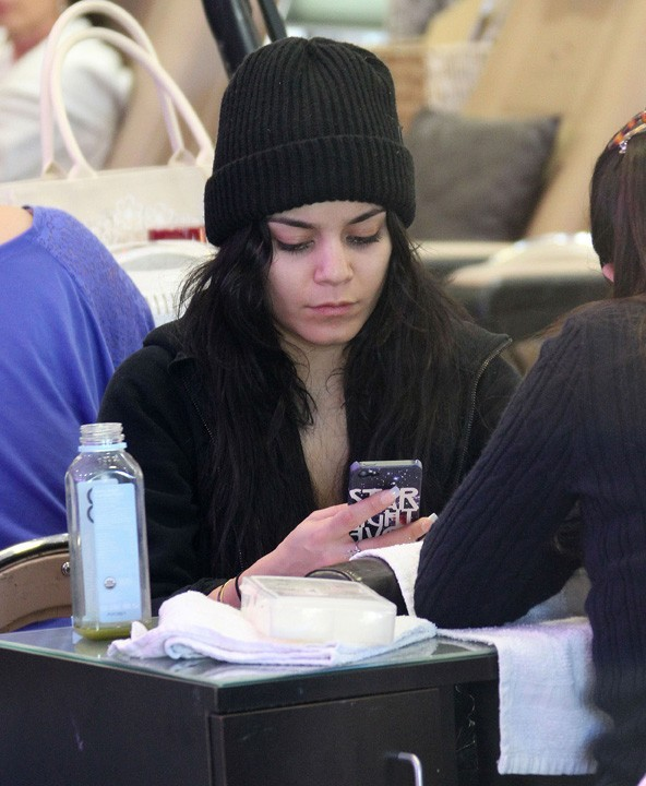 Vanessa Hudgens à Studio City avec sa soeur Stella le 3 janvier 2013