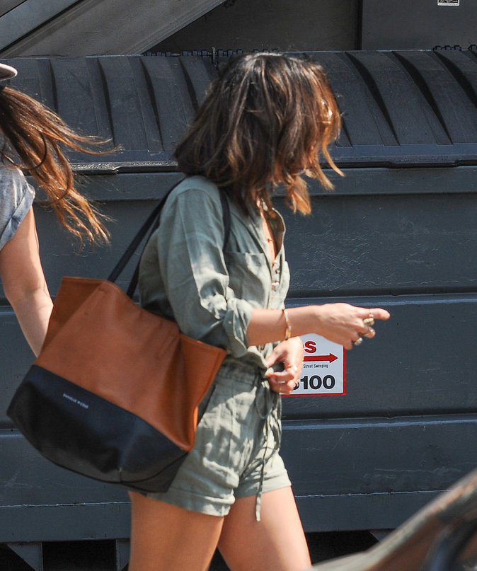 Vanessa Hudgens dans les rues de Los Angeles ce jeudi 25 août