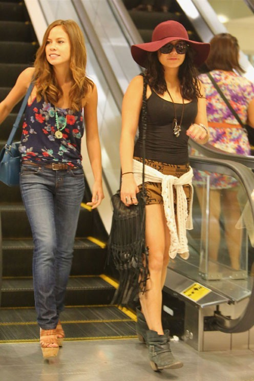 Vanessa Hudgens à la sortie d'un cinéma de Los Angeles le 30 juillet 2012