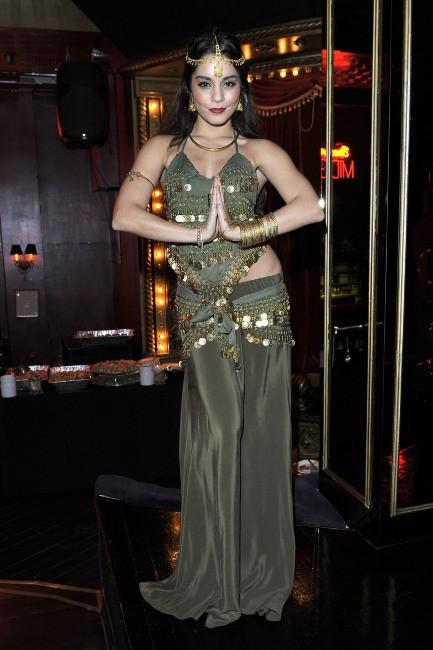Vanessa Hudgens en pleine fête d'anniversaire à Hollywood, le 16 novembre 2013.
