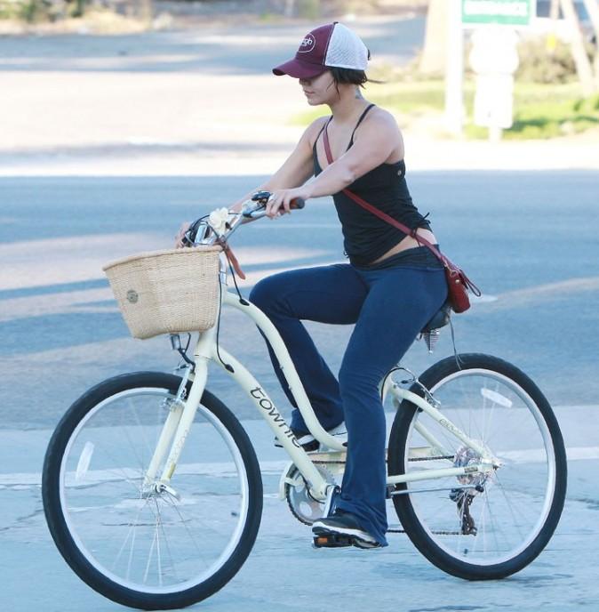 Vanessa Hudgens ne quitte plus son vélo !