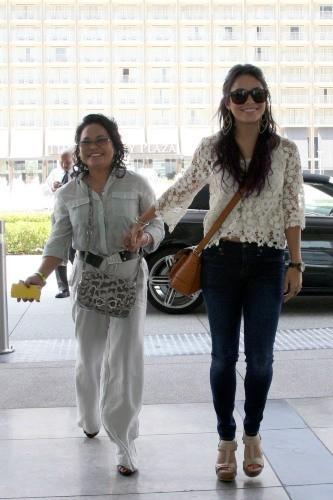 Vanessa Hudgens passe du temps avec sa mère