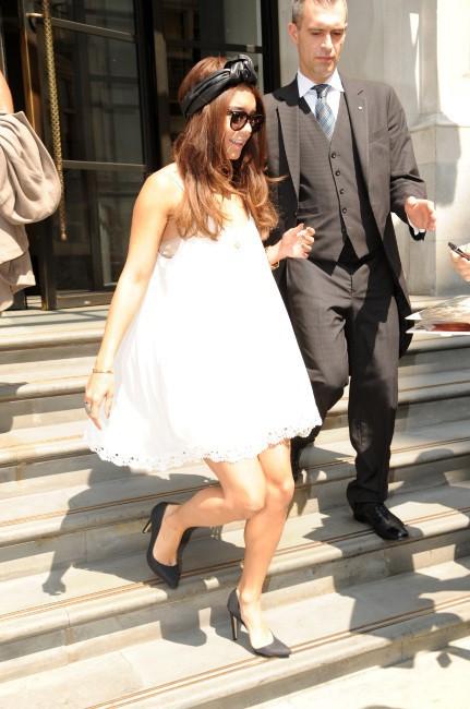 Vanessa Hudgens en plein shopping à Londres, le 17 juillet 2013.