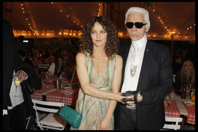 Vanessa Paradis et Karl Lagerfeld lors du dîner Chanel à Antibes, le 8 mai 2011.