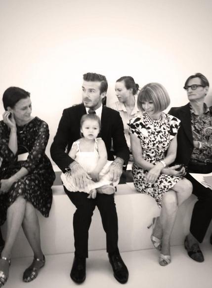 David et Harper Beckham, et Anna Wintour lors du défilé Victoria Beckham à New York, le 8 septembre 2013.