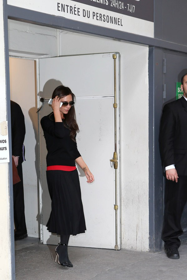 Victoria Beckham à sa sortie du Printemps, à Paris, le 28 février 2014