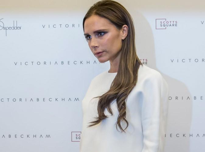 Victoria Beckham : elle adopte le blanc et retrouve sa moue apr�s s'�tre compl�tement l�ch�e !
