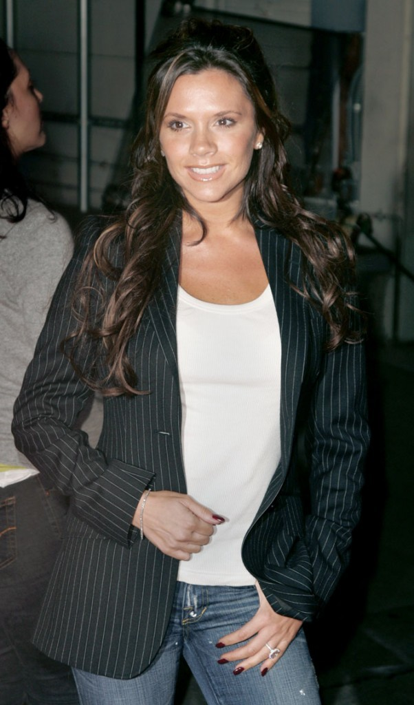 Victoria Beckham enceinte : un tout petit bidon pour sa troisième grossesse !