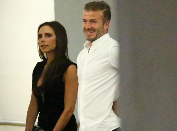 Victoria Beckham sexy en robe ultra-d�collet�e pour d�ner avec David et des amis !