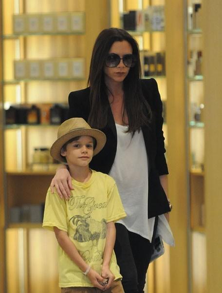 Victoria Beckham et son fils Romeo à Beverly Hills, le 7 avril 2011.