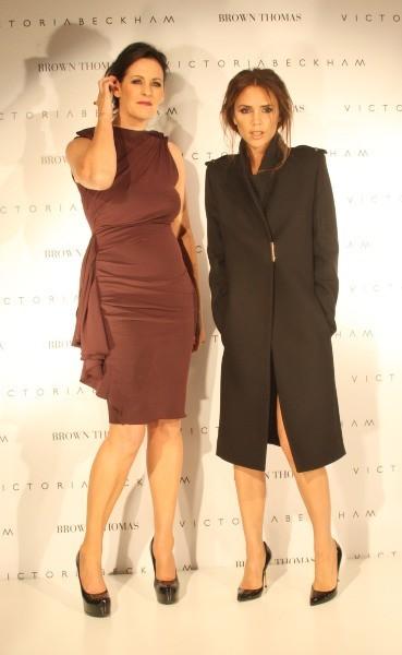 Victoria Beckham et Shelly Corkery, directrice de Brown Thomas, à Dublin, le 18 juillet 2012.