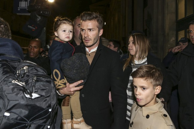 David, Harper et Romeo Beckham en famille le 18 février 2013 à la Gare du Nord à Paris