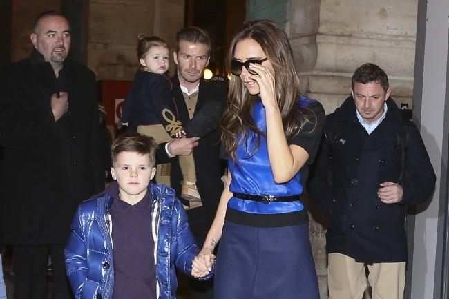 Victoria et Cruz Beckham en famille le 18 février 2013 à la Gare du Nord à Paris