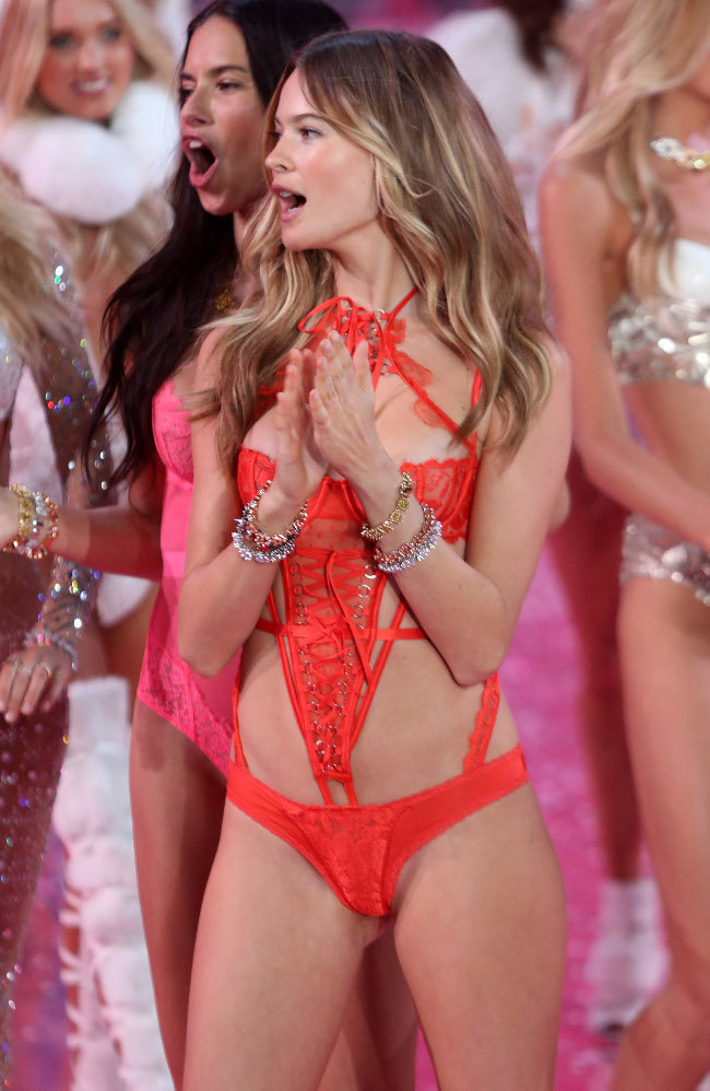 Behati Prinsloo au Victoria's Secret Fashion Show organisé à New-York le 10 novembre 2015