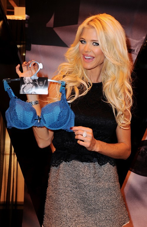 Victoria Silvstedt au Salon international de la lingerie à Paris le 20 janvier 2013