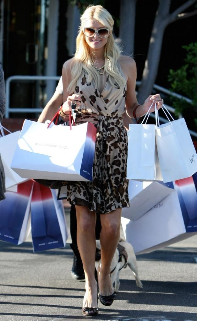 Photos : faites place à Paris Hilton, la reine du shopping !