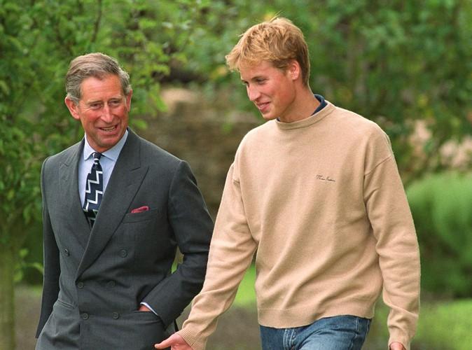 À l'occasion de sa première conférence de presse officielle, en septembre 2000. Son père, le prince Charles, l'accompagnait.