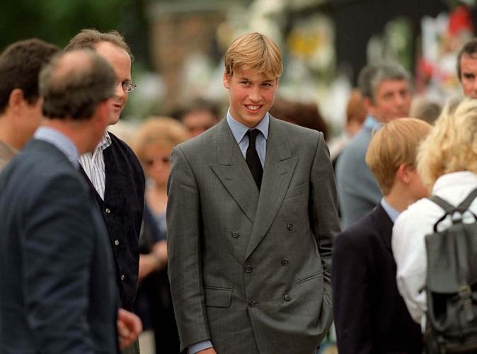Lors d'un hommage rendu à sa mère à Kensington Palace, en septembre 1997