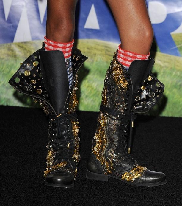 Petit look rock'n'roll avec ses boots et ses chaussettes !