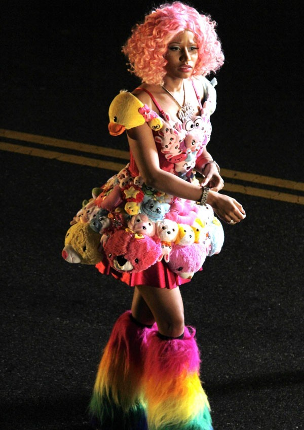 Nicki Minaj toujours multi-colore !