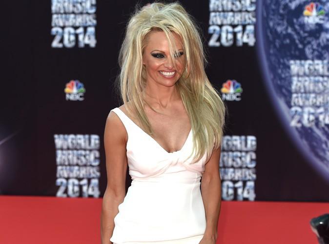 World Music Awards 2014 : Pamela Anderson signe son grand retour à la longue crinière blonde !