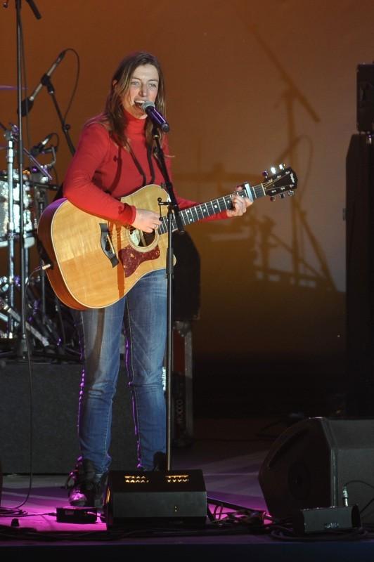 Anaïs en concert à la Bastille suite à la victoire de François Hollande, le 6 mai 2012.