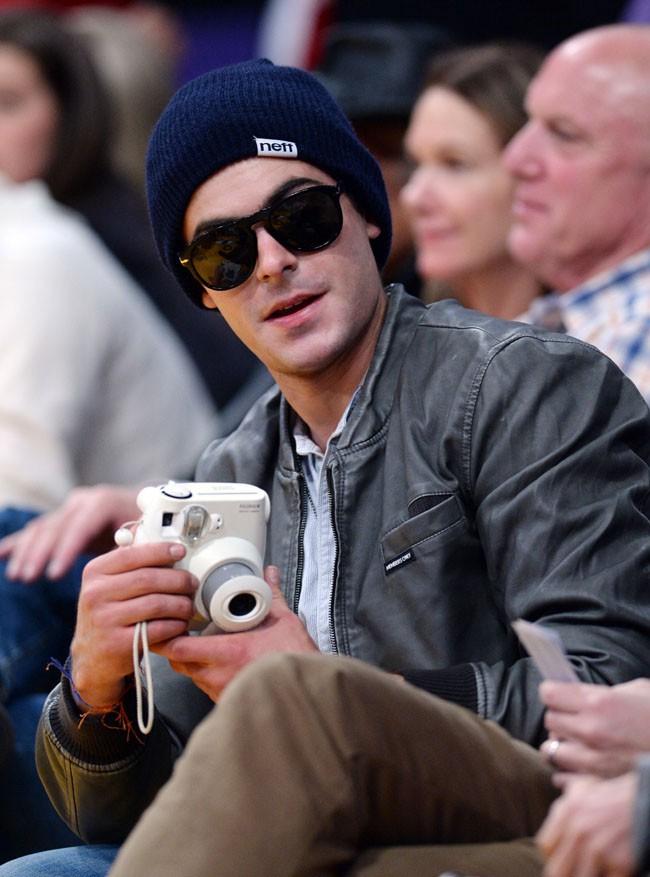 Zac Efron au Staples Center de Los Angeles le 20 décembre 2013