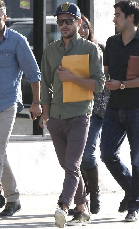 Zac Efron dans les rues de Los Angeles