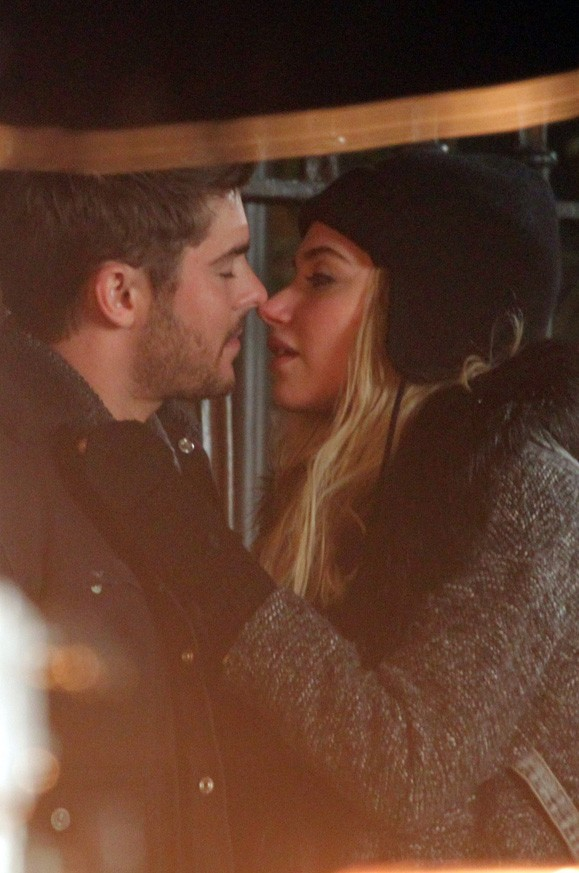 Zac Efron sur le tournage de Are We Officially Dating ? à New-York le 7 janvier 2013