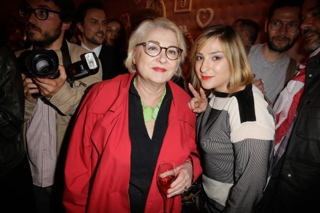 Josiane Balasko et sa fille Marilou Berry à l'inauguration du salon de thé de Zahia Dehar à Paris, le 3 juillet 2013.