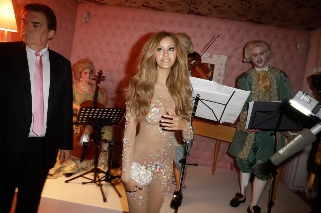 Zahia Dehar lors de l'inauguration de son salon de thé à Paris, le 3 juillet 2013.