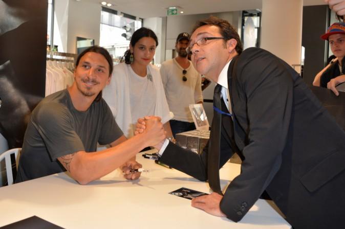 Photos : Zlatan Ibrahimovic : souriant et disponible pour faire la promotion de son parfum !