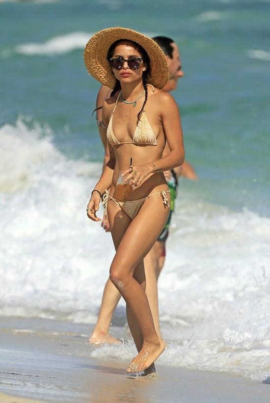 Photos : Zoë Kravitz : skinny skinny dans son petit deux-pièces !