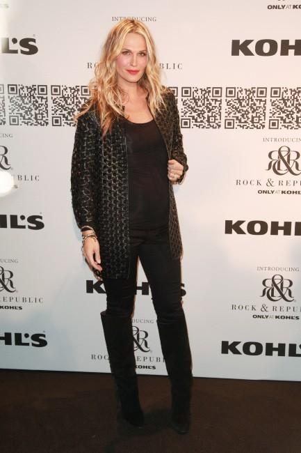 Molly Sims lors du défilé Rock & Republic à New York, le 10 février 2012.