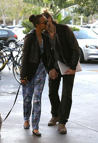 Zoe Saldana et Marco Perego à Los Angeles le 31 octobre 2013