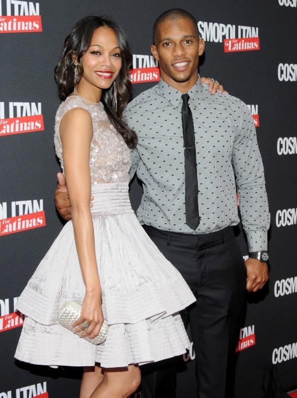 Zoe Saldana et Victor Cruz lors de la soirée de lancement du magazine Cosmopolitan for Latinas à New York, le 9 mai 2012.