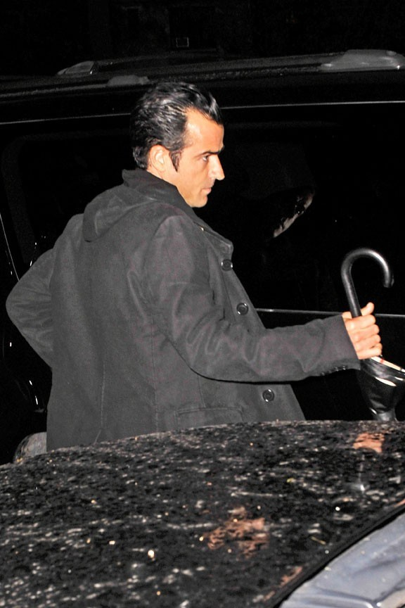 C'est Justin qui est de corvée parapluie !