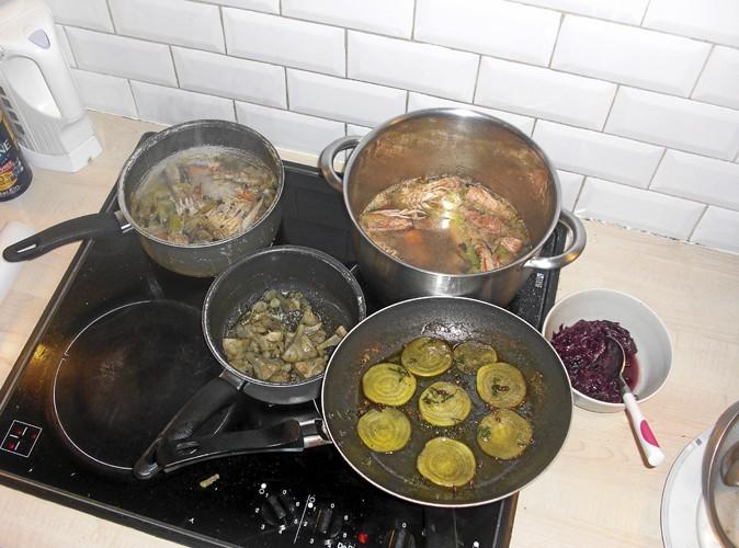 16h : Les plats mijotent et d'agréables odeurs embaument la cuisine. Benjamin ne se doute pas que je suis en train de cuisiner !